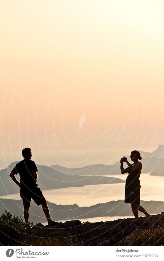 Schatz, mache ein schönes Urlaubsfoto! Ferien & Urlaub & Reisen Tourismus Ausflug Abenteuer Ferne Freiheit Sommerurlaub Mensch Paar Körper 18-30 Jahre