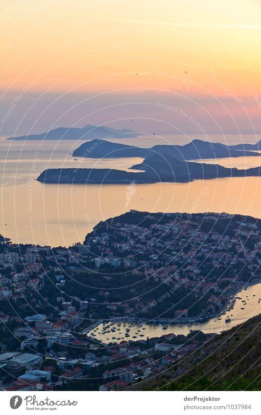 Dubrovnik bei Sonnenuntergang Natur Ferien & Urlaub & Reisen Pflanze Meer Landschaft Ferne Umwelt Gefühle Küste Freiheit Felsen Wellen Tourismus Insel Ausflug