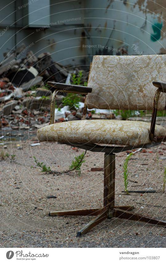 Auf verlorenem Posten Chemnitz Möbel Einsamkeit vergessen Bauschutt Bäckerei Ruine antik Muster Bürostuhl Stuhl sitzen alt dreckig Industriefotografie mühl Rost