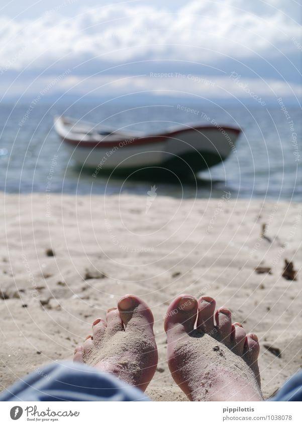 Sandfüße Ferien & Urlaub & Reisen Wasser Sommer Erholung ruhig Strand Glück Freiheit Fuß träumen Zufriedenheit Tourismus Perspektive genießen Lebensfreude