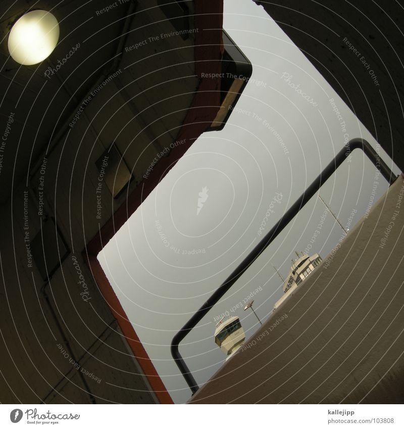 d Radarstation Gebäude Abflughalle Flugplatz Parkdeck Fenster Durchgang Beton Lampe Treppe Mauer Sperrzone Terror gefährlich Flughafen Flughafen Berlin-Tegel