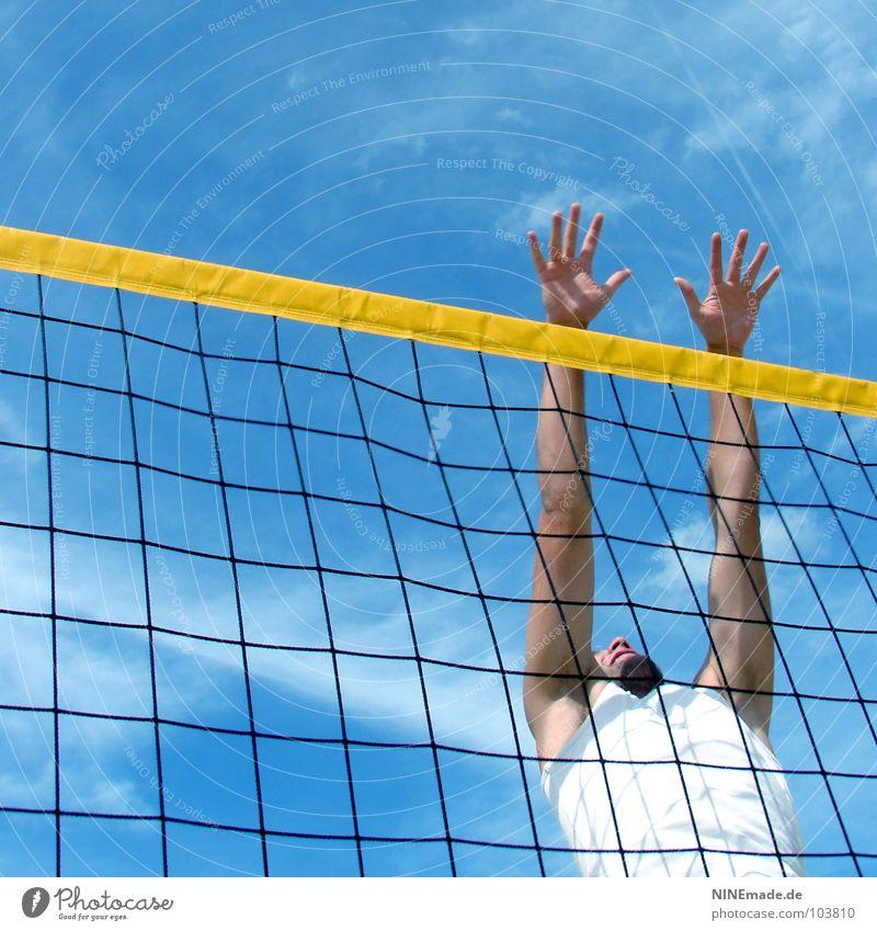 ein-MANN-block Block blockieren springen Gitter gelb schwarz weiß himmelblau Wolken Hand Volleyball Finger Mann Quadrat Sommer Physik schön Strand