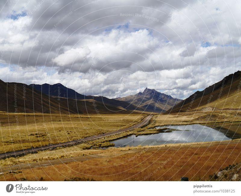 Landschaft in Peru Himmel Natur Ferien & Urlaub & Reisen Wasser Erholung Einsamkeit ruhig Wolken Ferne Berge u. Gebirge Wege & Pfade Freiheit Horizont träumen
