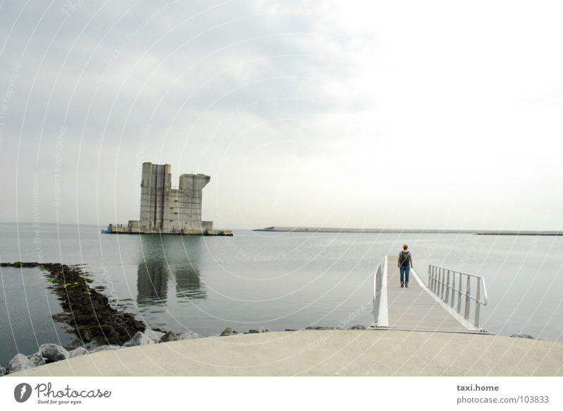 Ende Himmel Wasser Meer Strand Wolken Küste grau Stein Gebäude Horizont Wetter Beton Unendlichkeit Spiegel Burg oder Schloss