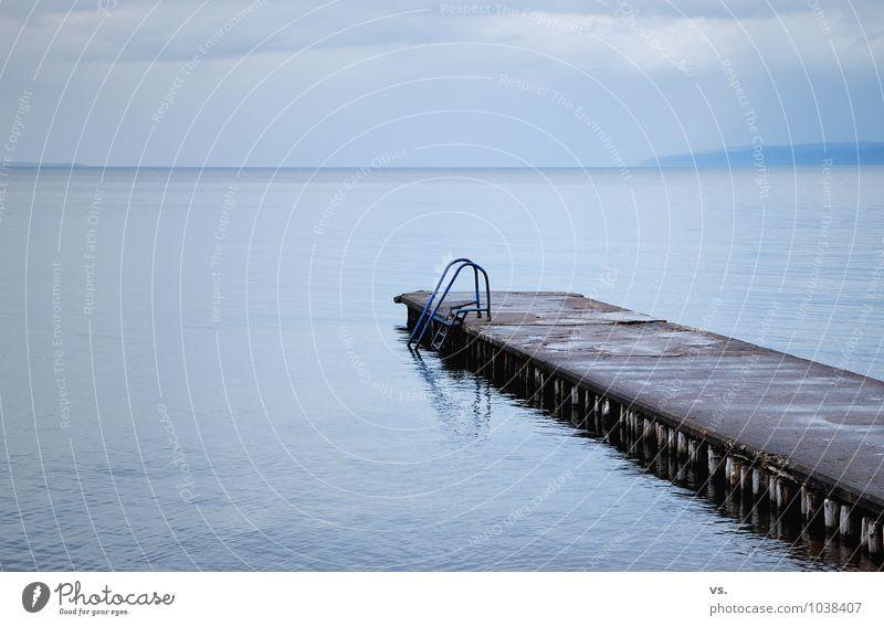 Betonsteak. Natur Wasser schlechtes Wetter Nebel Regen Seeufer Ostsee Menschenleer Schwimmbad Einsamkeit kalt Verfall Badeort Schweden Steg Landkreis Regen