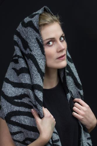 Kopf und Tuch 2 Mensch Frau Jugendliche Junge Frau 18-30 Jahre Winter Erwachsene feminin Mode Zufriedenheit blond ästhetisch Bekleidung Stoff Kopftuch