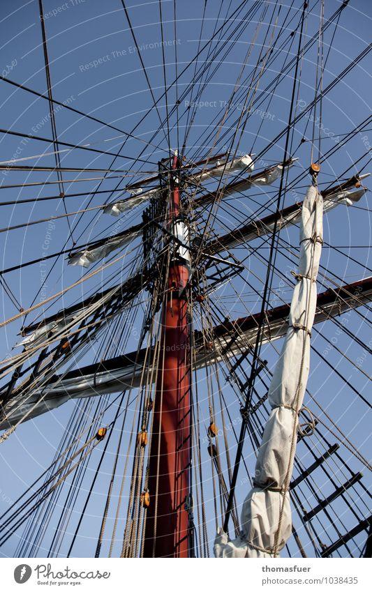 Vernetzung Abenteuer Ferne Freiheit Kreuzfahrt Sommer Meer Segeln Schifffahrt Kreuzfahrtschiff Segelschiff Seil Mast Takelage Holz geduldig Ordnungsliebe