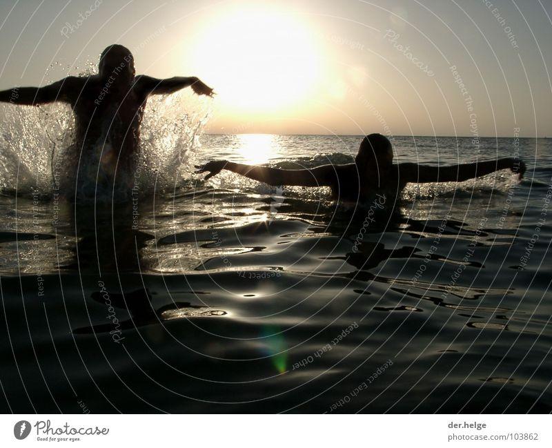 Albatrosse Wasser Meer springen Frankreich Erfrischung Atlantik Funsport Wasserspritzer