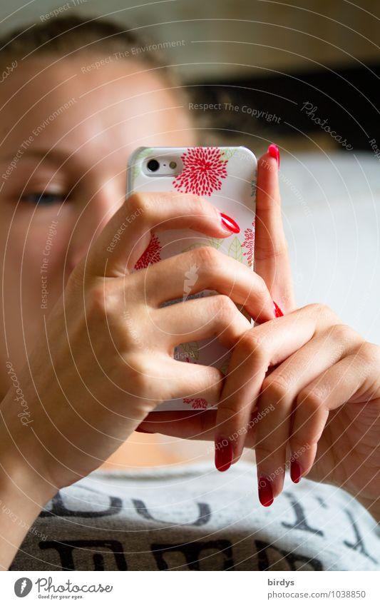 Massenphänomen Lifestyle Nagellack Handy PDA Unterhaltungselektronik Telekommunikation Junge Frau Jugendliche Kopf 1 Mensch 13-18 Jahre Kommunizieren elegant