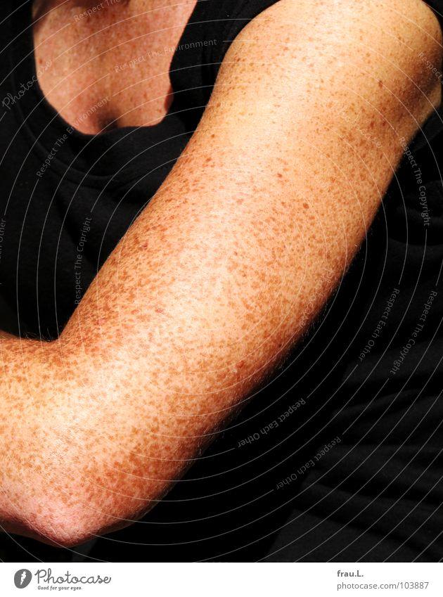 Sommersprossen Frau schön Sommer Arme Haut Bekleidung Brust Sommersprossen rothaarig Gelenk Oberarm Dekolleté Pigmentfleck Brustansatz