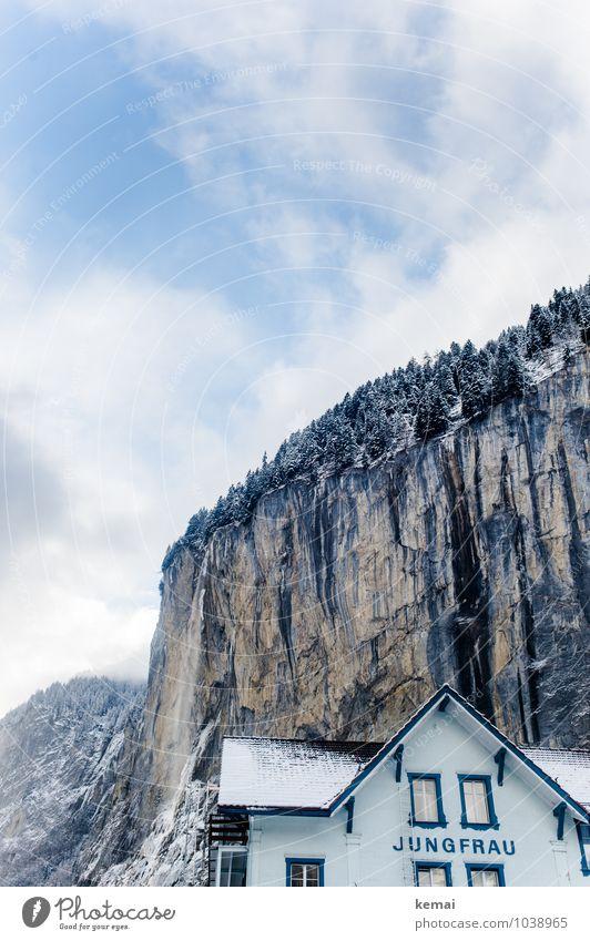 Jungfrauenhaus Himmel Ferien & Urlaub & Reisen blau weiß Landschaft Wolken Haus Winter Wald Fenster Berge u. Gebirge Schnee Felsen Fassade Tourismus hoch