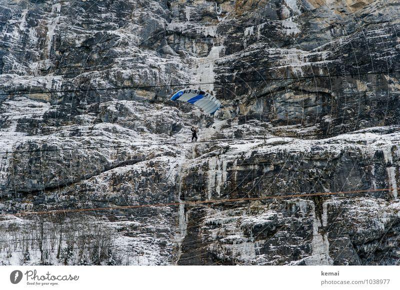 Schwindelig | e Höhe Abenteuer Sport Basejumping Fallschirm Fallschirmspringen Fallschirmspringer Basejumper Mensch 1 Natur Urelemente Felsen Berge u. Gebirge