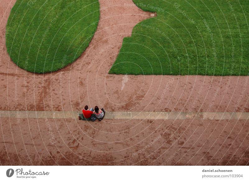 Pause grün rot Ferien & Urlaub & Reisen ruhig Garten Park Paar 2 Zusammensein paarweise Perspektive Rasen Dresden Tourist Zwinger