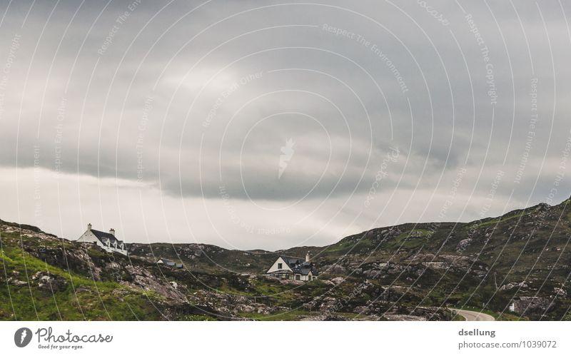 ort zum leben. Himmel Natur alt grün Sommer Erholung Einsamkeit Landschaft ruhig Wolken Haus Ferne Frühling grau Freiheit braun