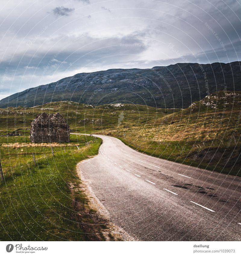 leaving home. Himmel Natur alt Sommer Einsamkeit Landschaft ruhig Wolken Haus Ferne Umwelt Berge u. Gebirge Wiese Wege & Pfade Felsen Feld