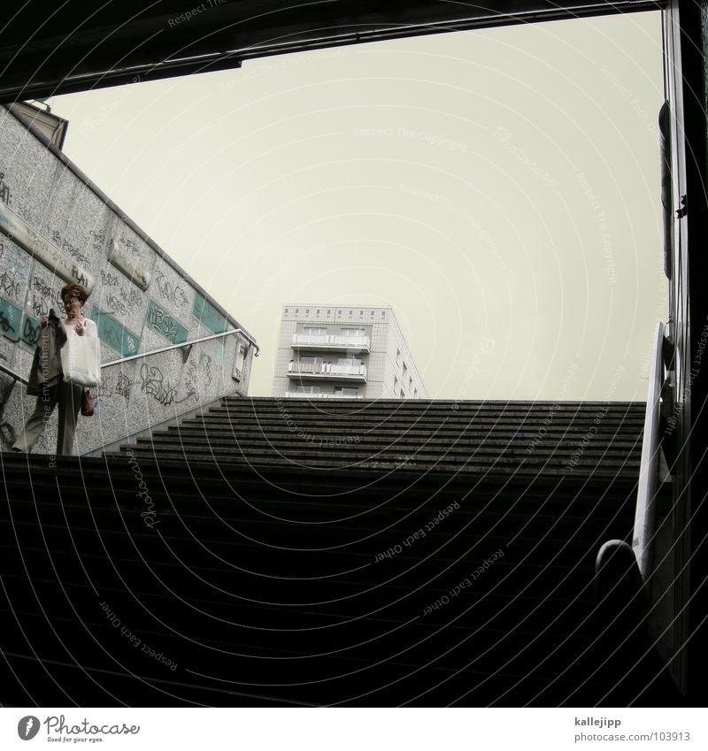 underworld Frau Mensch Himmel Stadt Haus Bewegung Luft Angst gehen laufen Wohnung Hochhaus Treppe Klima Güterverkehr & Logistik Mitte
