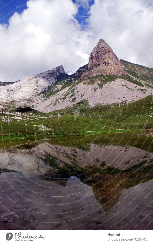 Berg - Mountain Umwelt Natur Landschaft Urelemente Erde Luft Wasser Himmel Wolken Hügel Felsen Alpen Berge u. Gebirge Gipfel Schlucht blau grau grün weiß