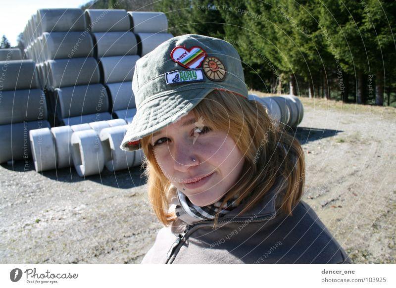 Baustelle Frau Baum Beton Baustelle Industrie Kies Schal Schirmmütze Baseballmütze