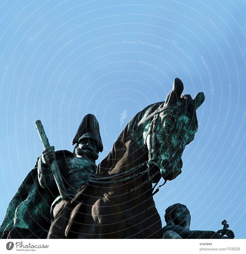 Deutsches Eck Koblenz grün Kunst Pferd Kultur kämpfen Bronze