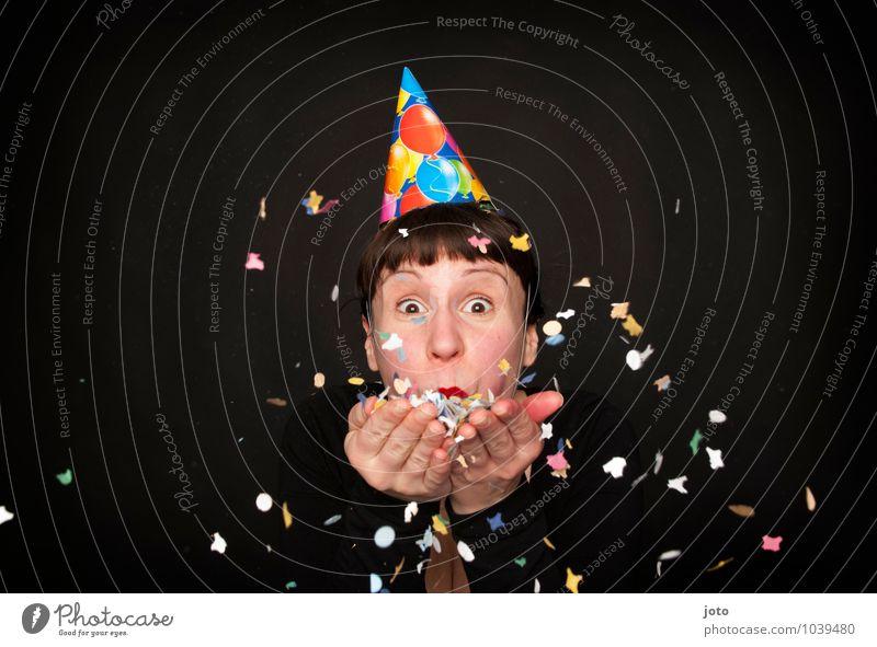 Zeit zum Feiern! Mensch Jugendliche Junge Frau Freude Glück Feste & Feiern Party Zufriedenheit Geburtstag frei Fröhlichkeit Lächeln Lebensfreude Silvester u. Neujahr Überraschung Hut