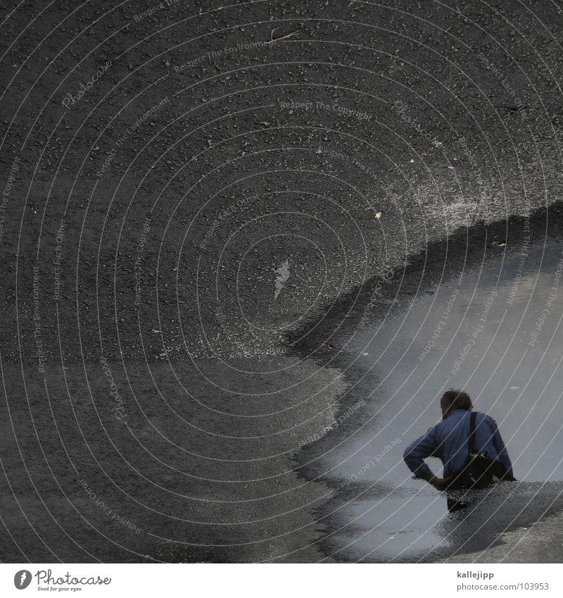 wassermann Mann Wasser Straße Wege & Pfade Regen warten Asphalt Hemd Oberfläche Ampel Pfütze Tasche Fußgänger Teer Astrologie Tierkreiszeichen