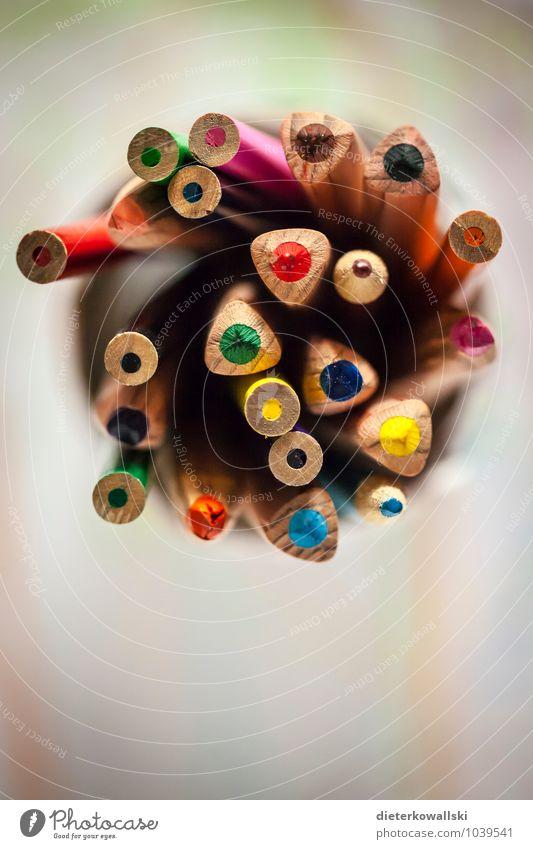 Stifte I Schreibwaren Schreibstift zeichnen schreiben Farbstift mehrfarbig Farbfoto Innenaufnahme Textfreiraum unten Schwache Tiefenschärfe