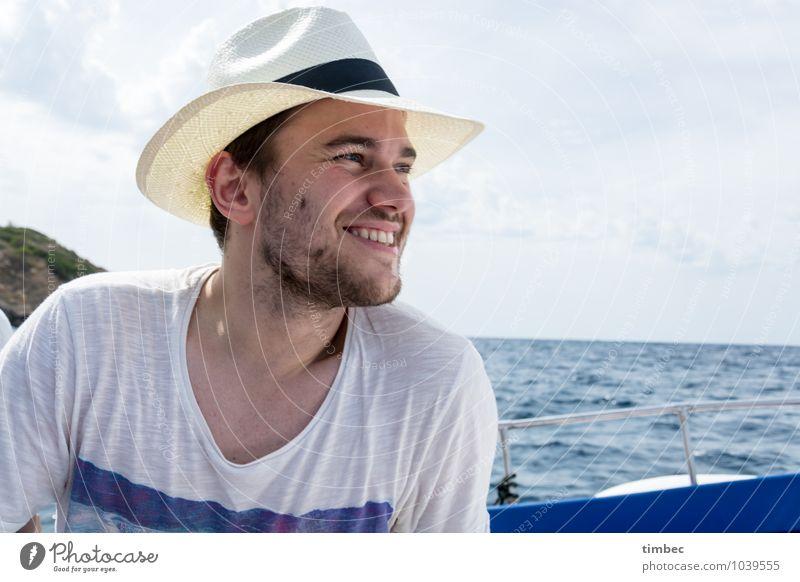 Sommerurlaub maskulin Junger Mann Jugendliche Erwachsene Gesicht 1 Mensch 18-30 Jahre Wasser Himmel Horizont Schönes Wetter Schifffahrt Bootsfahrt