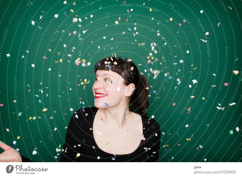 """konfettiserie """"green"""" Freude Glück Nachtleben Party Feste & Feiern Karneval Silvester u. Neujahr Geburtstag Mensch Junge Frau Jugendliche brünett Bewegung"""