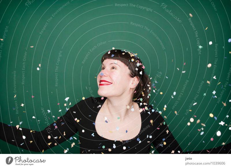 """konfettiserie """"green"""" Mensch Jugendliche grün Junge Frau Freude Glück Feste & Feiern Party wild Zufriedenheit Geburtstag frei Fröhlichkeit Lächeln genießen"""