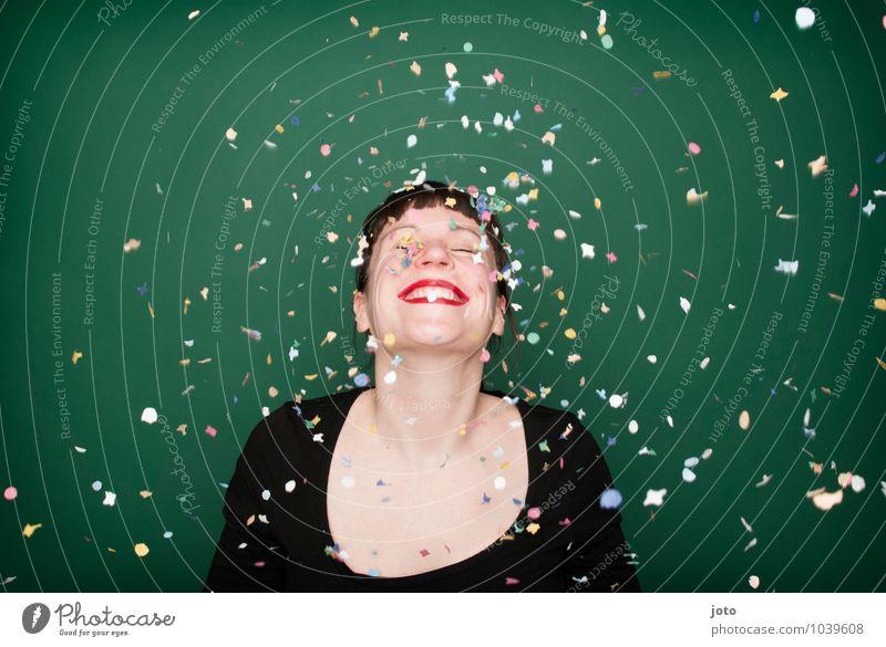 """konfettiserie """"green"""" Freude Glück Nachtleben Party Feste & Feiern Karneval Silvester u. Neujahr Geburtstag Mensch Junge Frau Jugendliche genießen Lächeln"""