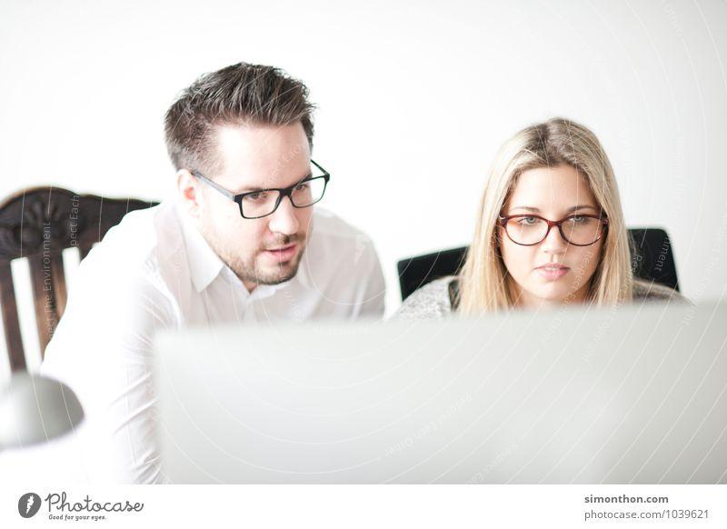 Prüfung Arbeit & Erwerbstätigkeit Beruf Büroarbeit Business Mittelstand Unternehmen Karriere Erfolg Sitzung sprechen Team 2 Mensch Beratung Partnerschaft