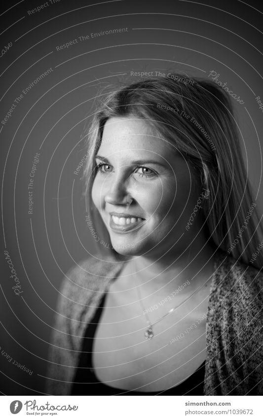 Portrait Mensch schön Erholung ruhig Freude Gesicht Leben feminin Glück Haare & Frisuren Zufriedenheit Kraft Erfolg Fröhlichkeit Lebensfreude Warmherzigkeit
