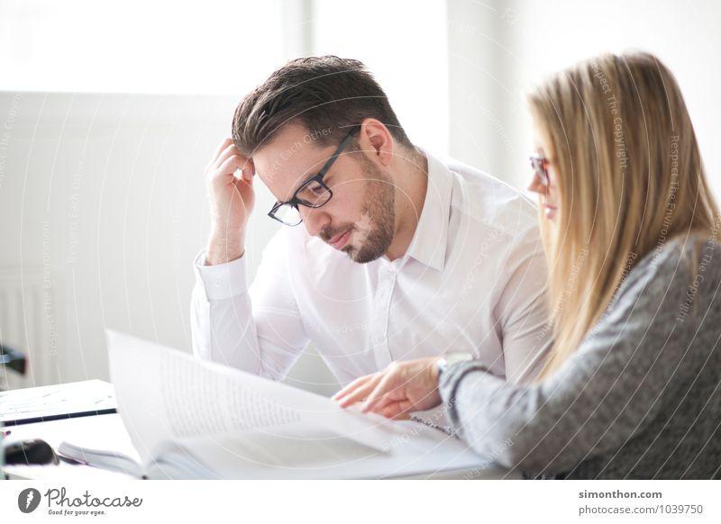 Büffeln lesen Bildung Erwachsenenbildung lernen Berufsausbildung Azubi Praktikum Student Prüfung & Examen Büroarbeit Business Karriere Erfolg Sitzung sprechen