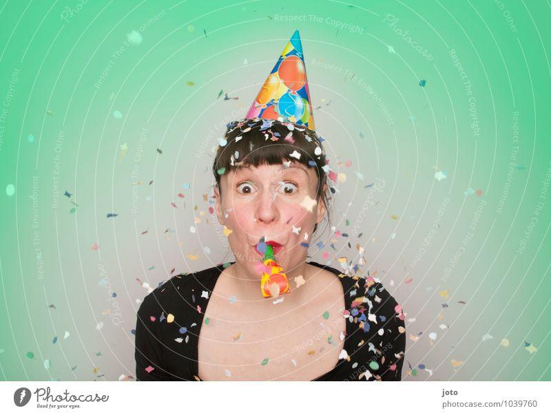 """konfettireihe """"coloured"""" Leben Feste & Feiern Karneval Silvester u. Neujahr Geburtstag Mensch Junge Frau Jugendliche werfen frech frei Glück positiv mehrfarbig"""