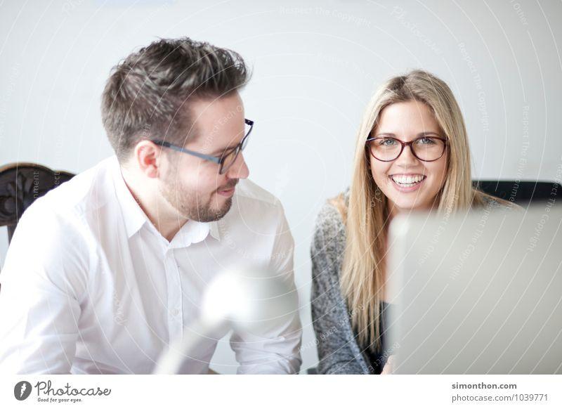 Spaß Mensch sprechen Paar Freundschaft Familie & Verwandtschaft Business Büro Erfolg Kreativität Kommunizieren Studium lernen Netzwerk Bildung Team
