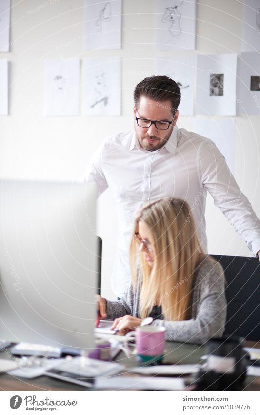 Prüfender Blick Mensch sprechen Arbeit & Erwerbstätigkeit Business Büro Erfolg Kreativität Kommunizieren Studium lernen Macht planen Bildung Team Beruf Student
