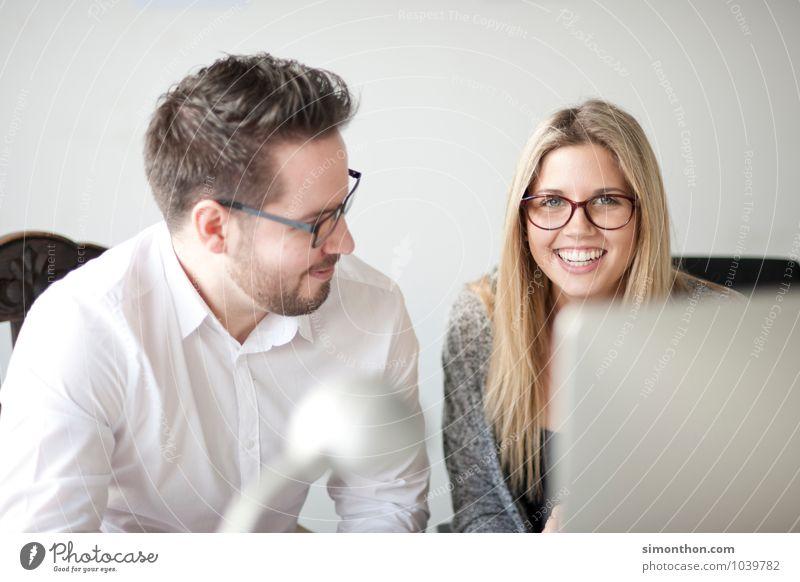 Spaß Mensch Liebe sprechen Glück Paar Schule Freundschaft Familie & Verwandtschaft Business Büro Erfolg Studium lernen Bildung Team Erwachsenenbildung