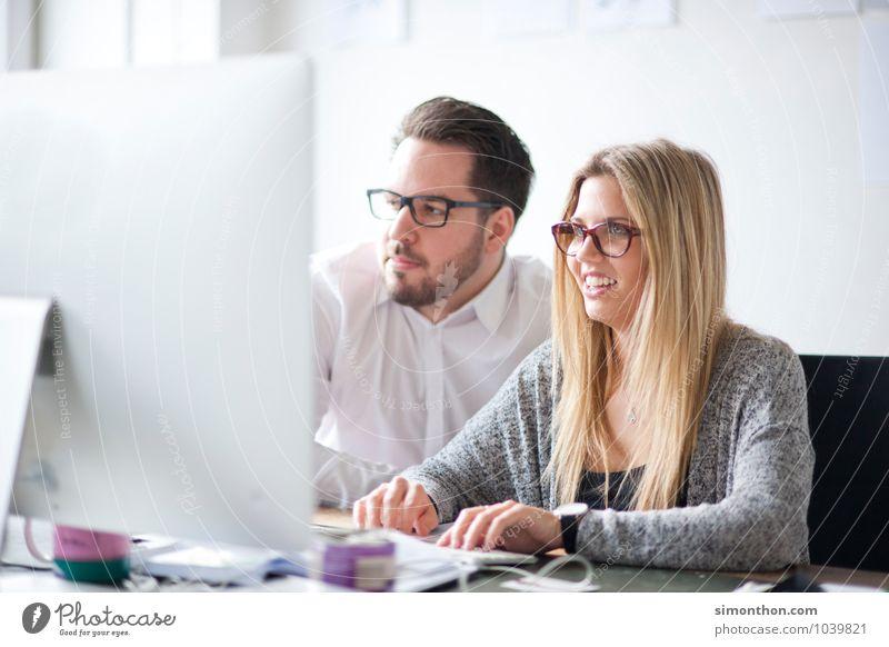 Team Mensch Jugendliche sprechen Paar Schule Arbeit & Erwerbstätigkeit Freundschaft Business Büro Erfolg Studium lernen kaufen Bildung Team Beruf