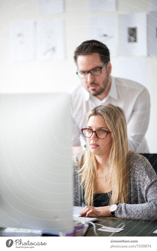 Recherche sprechen Schule Arbeit & Erwerbstätigkeit Business Büro Erfolg Studium lernen planen Bildung Team Vertrauen Erwachsenenbildung Student Wissenschaften