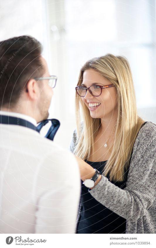Paar Lifestyle Freude Glück harmonisch Flirten Arbeit & Erwerbstätigkeit Beruf Büroarbeit Arbeitsplatz Business Karriere Erfolg Sitzung sprechen Team Feierabend