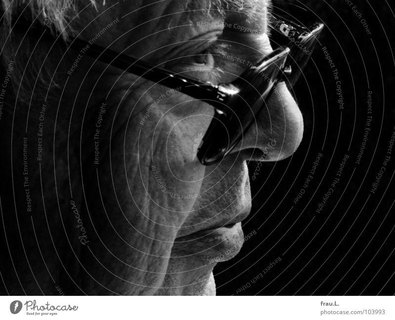 mein Vater Mann Senior Weisheit träumen Silhouette Kraft Großvater alt sensibel maskulin Brille Vergangenheit Physik Würde beobachten weißes Haar Gesicht Profil