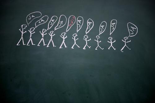 bleib immer du selbst Schule Tafel Arbeitsplatz sprechen Team Mensch Leben Menschengruppe Menschenmenge Schriftzeichen Denken authentisch Erfolg Zusammensein