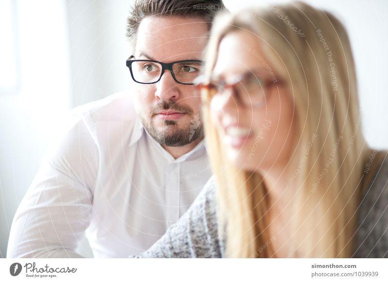 Skepsis Mensch Leben sprechen Paar Freundschaft Familie & Verwandtschaft Business Büro Erfolg Studium lernen Bildung Team Student Partnerschaft Sitzung