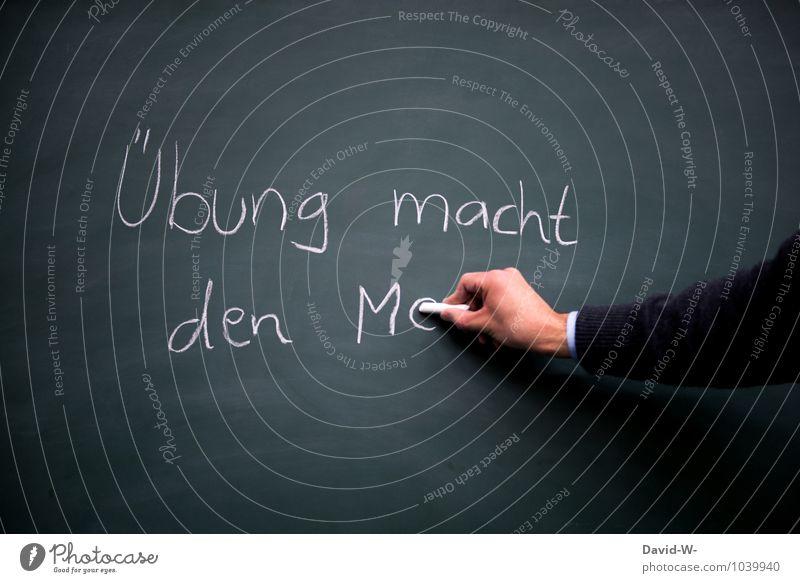 rate mal Jugendliche Hand Junger Mann Schule maskulin Business Erfolg Zukunft lernen planen Ziel Bildung Schüler Tafel Arbeitsplatz Kreide