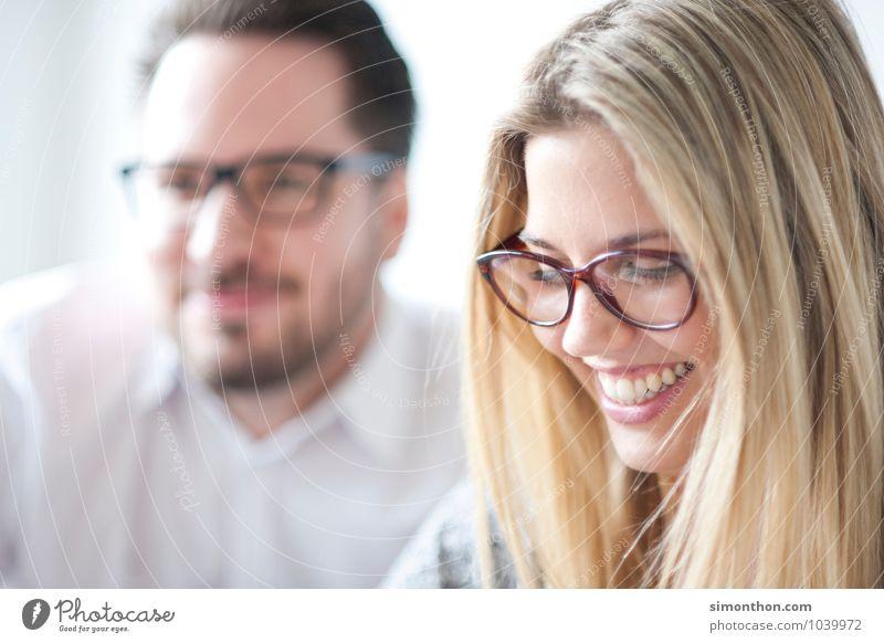 Teamwork Büro Business Bildung Erfolg Freude Freundschaft Glück Idee einzigartig innovativ Inspiration Kommunizieren kompetent Konkurrenz Konzentration
