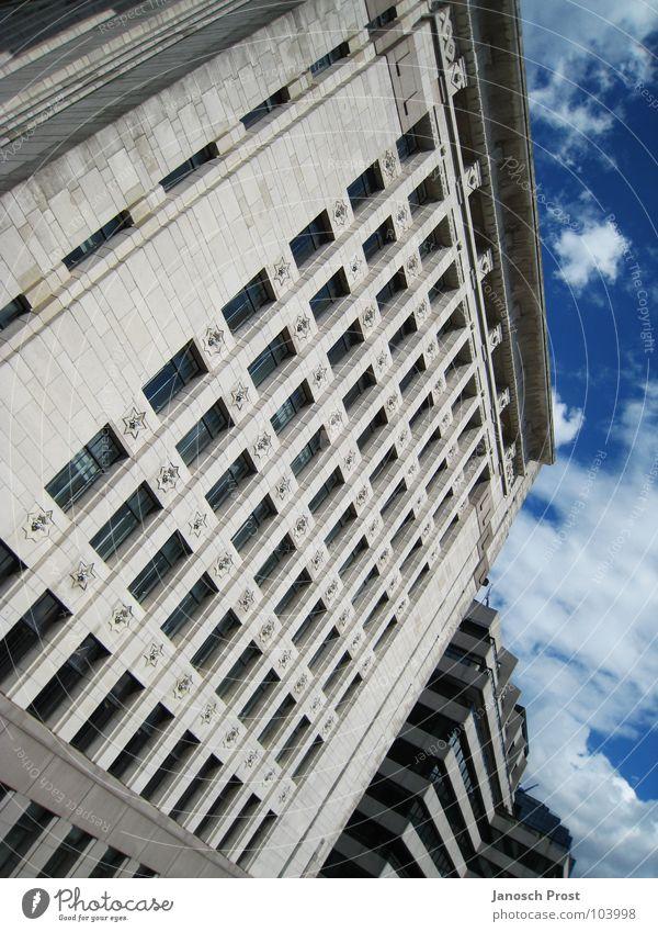 Haus in London Himmel Stadt blau Haus Wolken Fenster grau Gebäude Architektur Hochhaus Fassade Europa modern London Hauptstadt