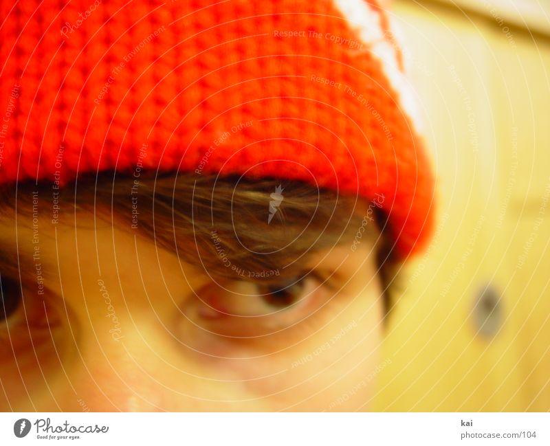 nochmalmeinerotemuetze Mann Jugendliche rot Gesicht Auge Mütze Bildausschnitt