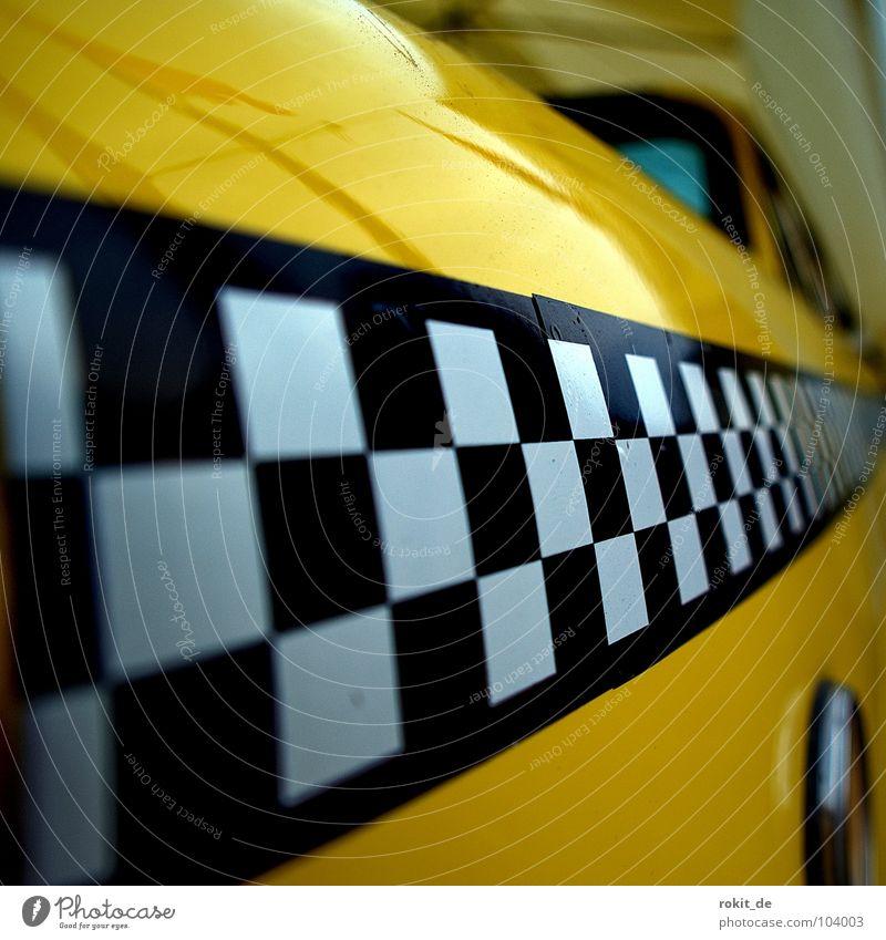 Yellow Racer gelb Taxi schwarz weiß kariert diagonal Geschwindigkeit Verkehrsstau Mietwagen USA Dienstleistungsgewerbe ralley streifen yellow cab PKW Miete