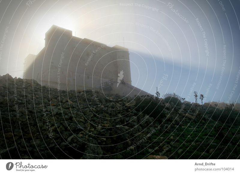 Nebelurlaub II Himmel Sonne blau Sommer Wolken gelb kalt Stein Beleuchtung Seil Felsen frisch Turm verfallen feucht