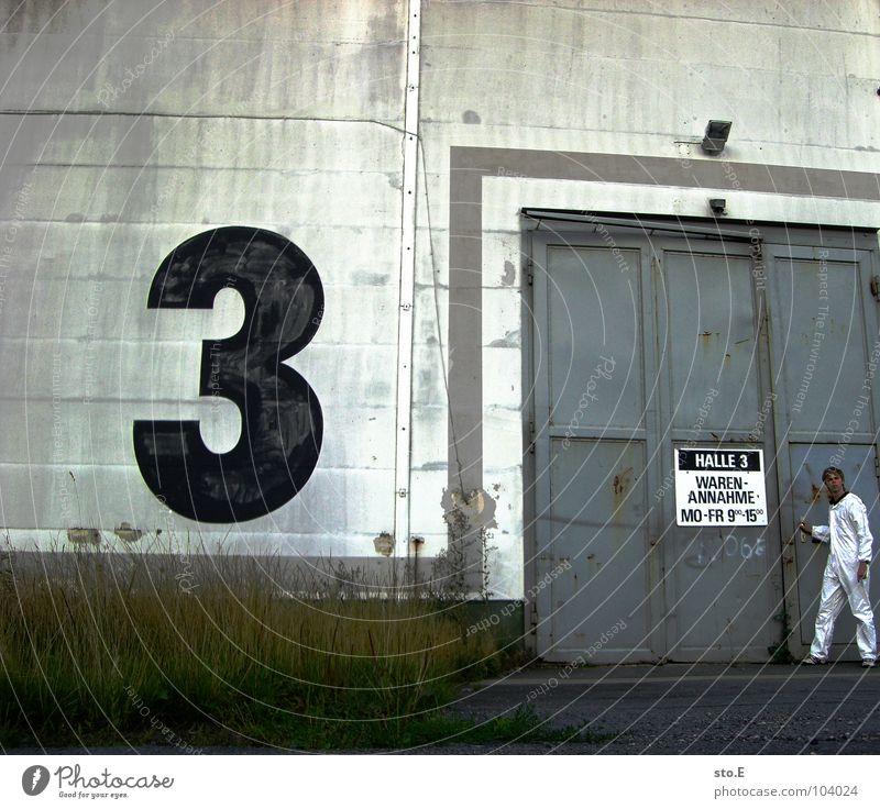 [b/w] quarantäne in halle 3 Mensch Natur blau weiß Pflanze Haus Farbe Wand Mauer Lampe Tür Schilder & Markierungen gefährlich Schriftzeichen Sicherheit
